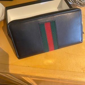 Gucci leather WEB zip wallet